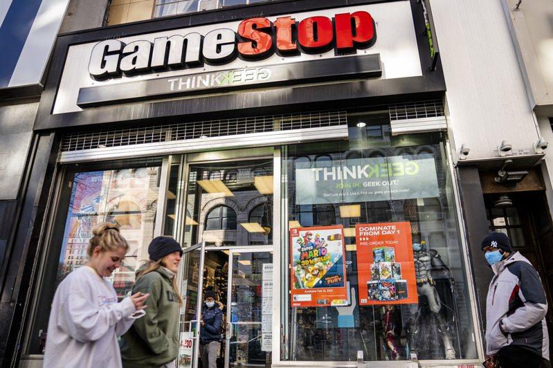 在美國散戶集合群體力量對抗GameStop戰役中,灰頭土臉的避險基金,還不過是華爾街體系中的「邊緣人」,並不是真正的「華爾街大咖」。 美聯社