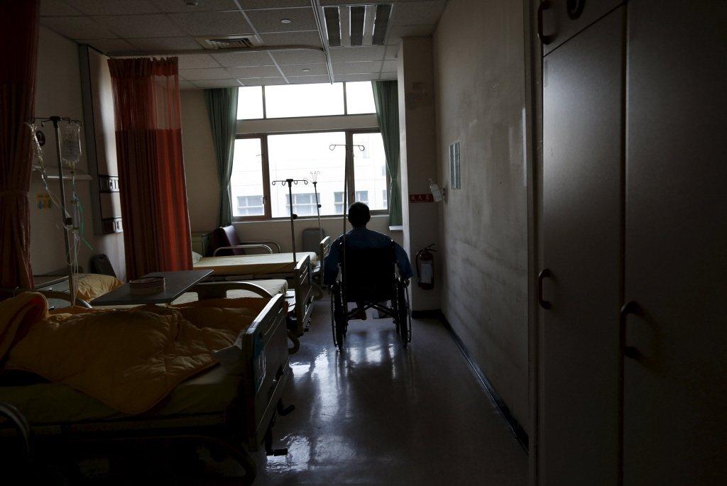 調查發現,大部分的醫療暴力攻擊是來自病人、家屬或訪客。示意圖。 圖/路透社