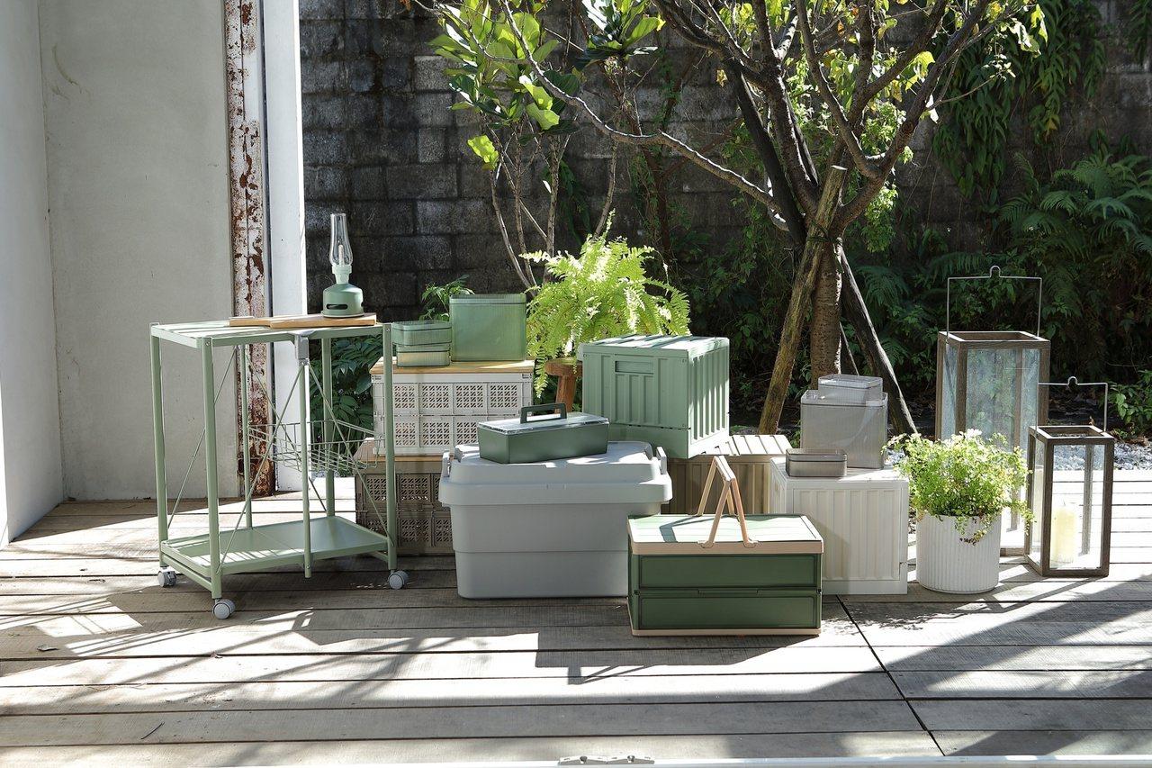 春天換季收納,建議以純白與大地色調營造減法空間美學。 圖/HOLA特力和樂提供
