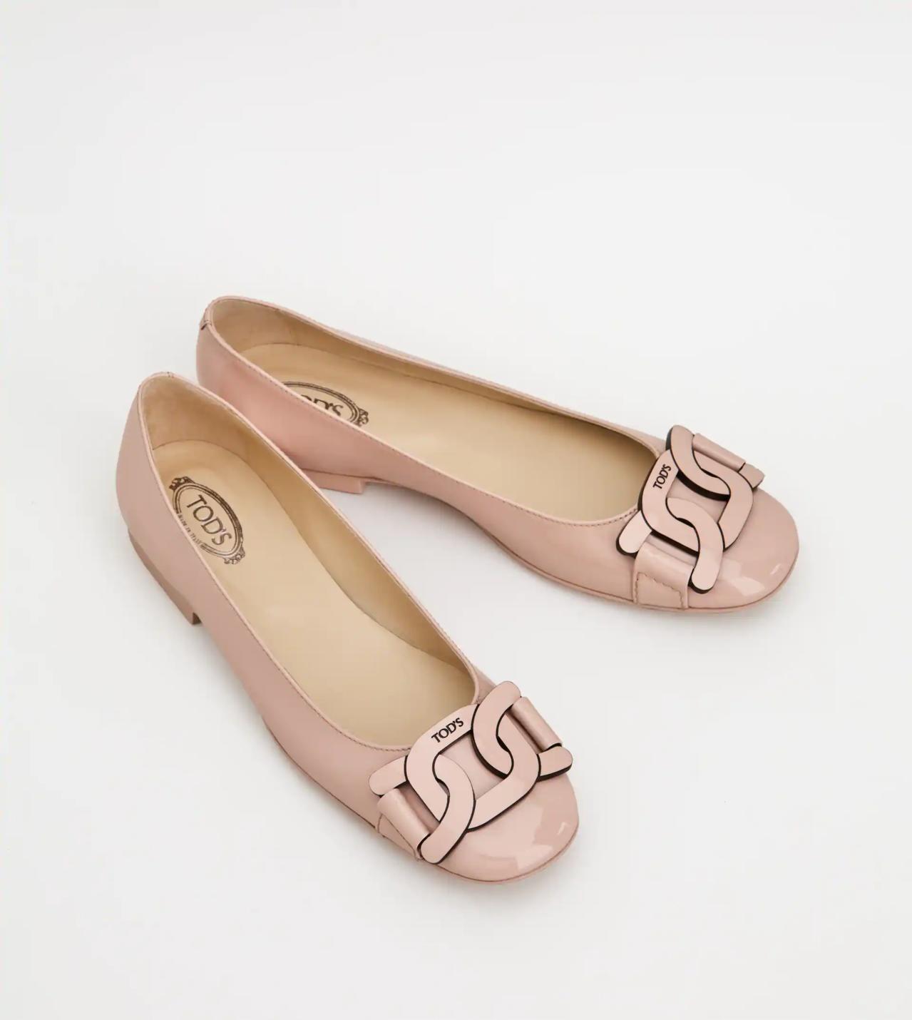 Tod's Kate裸粉色漆皮平底鞋,18,100元。 圖/迪生提供