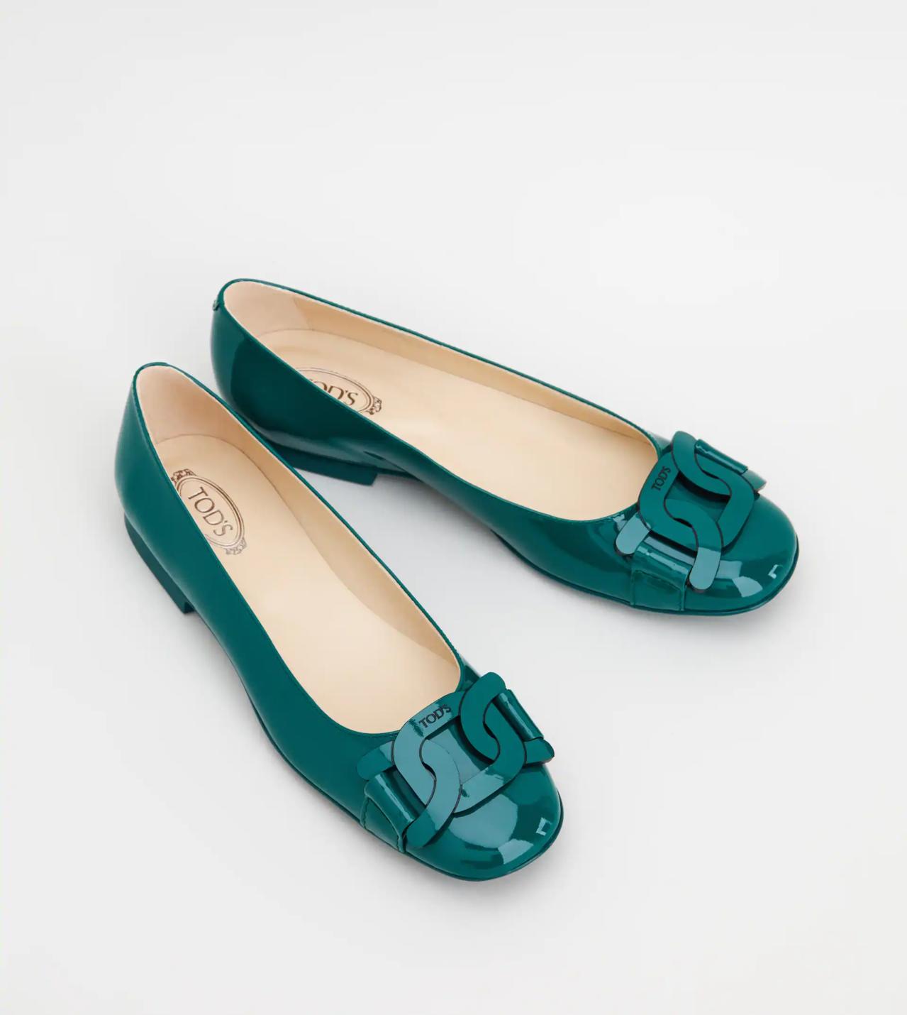 Tod's Kate綠色漆皮平底鞋,18,100元。 圖/迪生提供