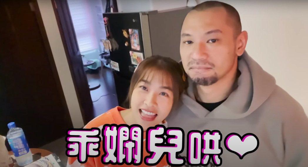 小嫻與金剛一起去健檢。圖/擷自YouTube
