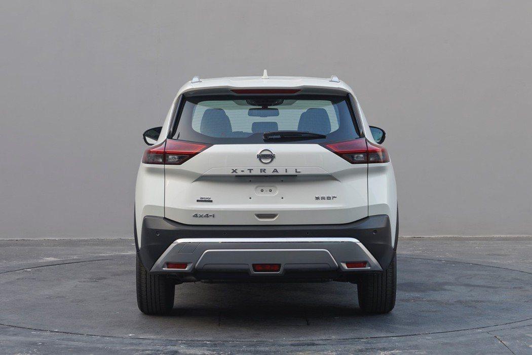 全新X-Trail車尾變得更簡潔洗練。 摘自搜狐汽车