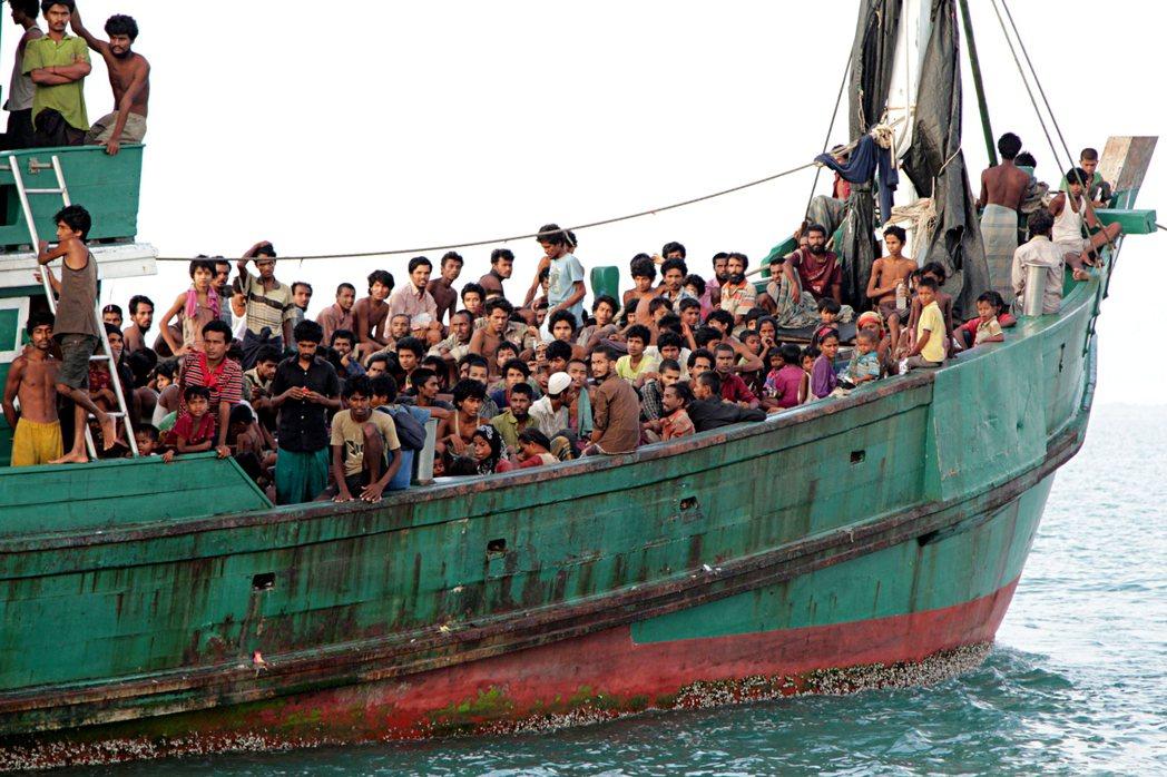 翁山蘇姬駁斥緬甸對羅興亞人發動種族清洗的指控,她堅定捍衛軍方的立場更令許多曾經聲...