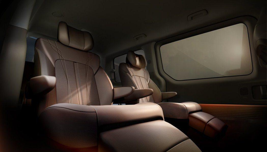 全新Hyundai Staria的第二排座椅在七人座車型上,是獨立二人座的配置。...
