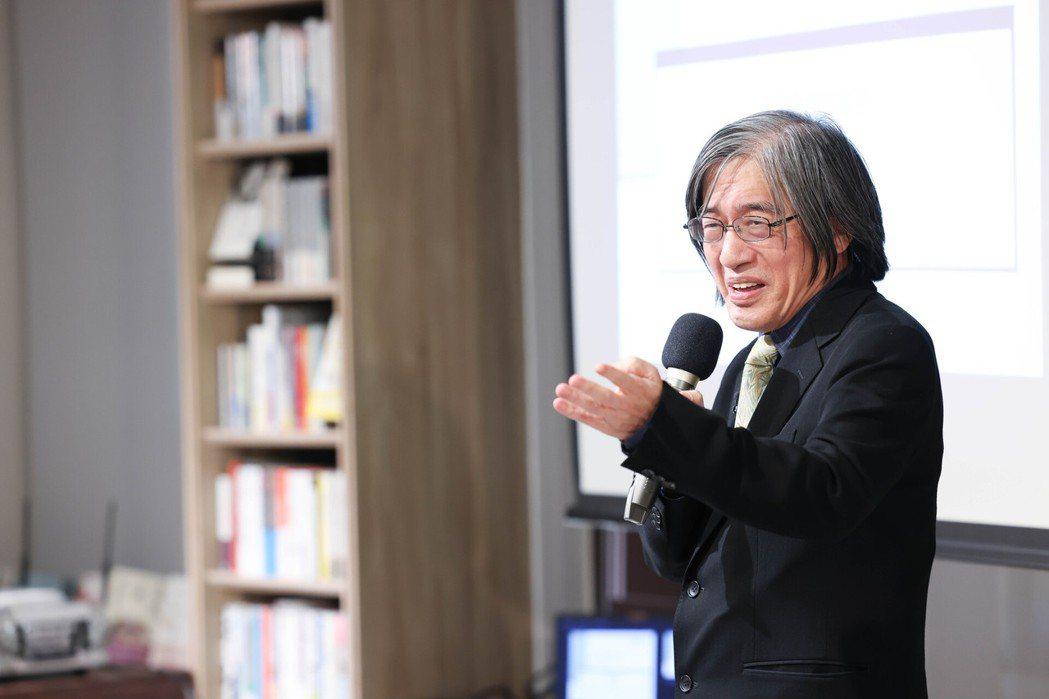 首場「週三讀書會」由詹宏志主講《魯賓遜漂流記》。 圖/吳致碩攝影