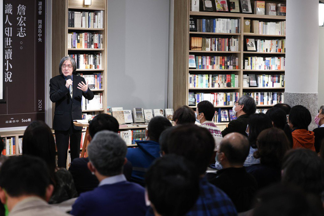 「週三讀書會」首場吸引大批書迷到場聆賞。 圖/吳致碩攝影