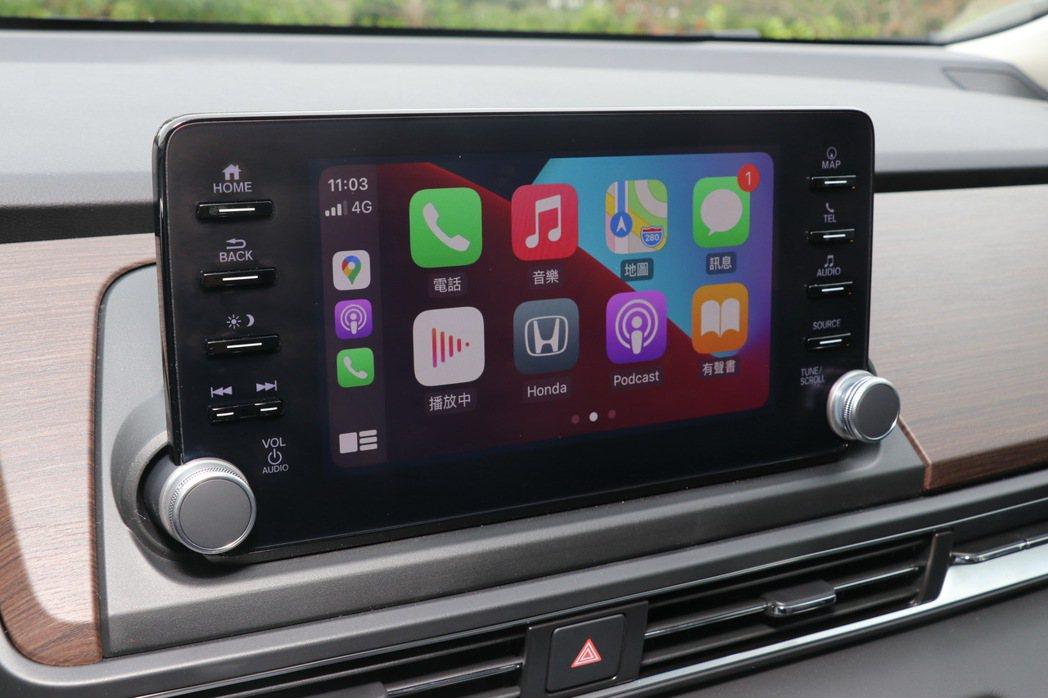 8吋觸控式懸浮音響主機提供Apple CarPlay / Android Aut...