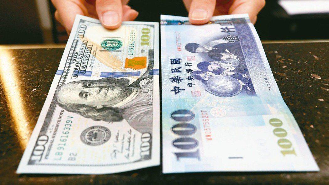 路透報導,台灣央行去年干預外匯金額大幅增加,升高了被列為貨幣操縱國風險。(路透)