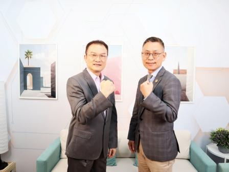 理財周刊發行人洪寶山(左)、漢堡王執行長黃耀忠(右)