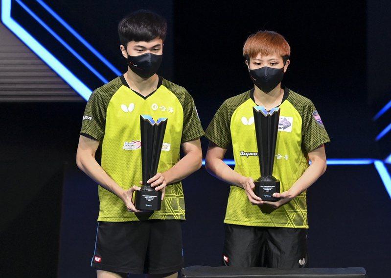 WTT兩站都打下金盃,為鄭怡靜(右)和林昀儒(左)爭取東奧獎牌增添不少信心。 新華社