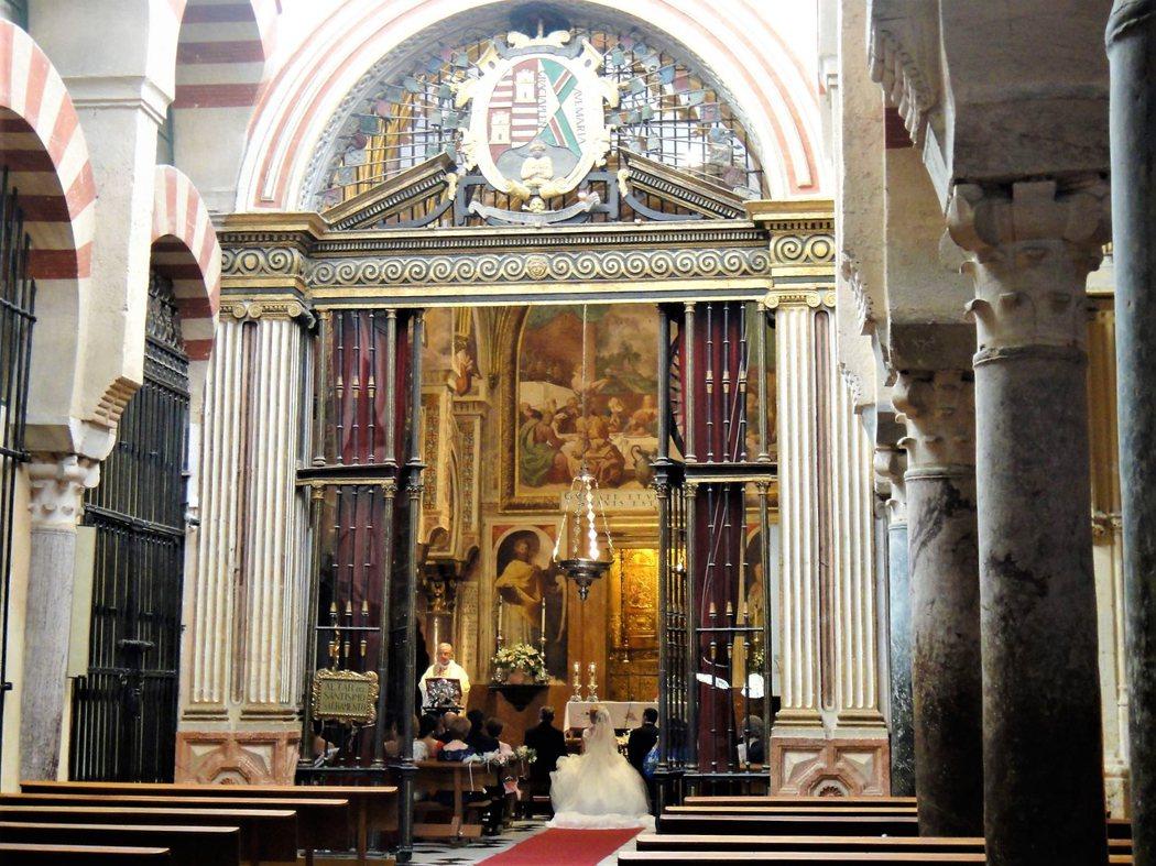 當然婚禮,清真寺大教堂也是哥多華人的首選。