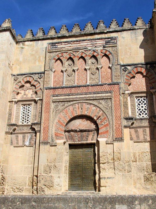 現存最古老的大門之一 (Puerta de San Ildefonso)