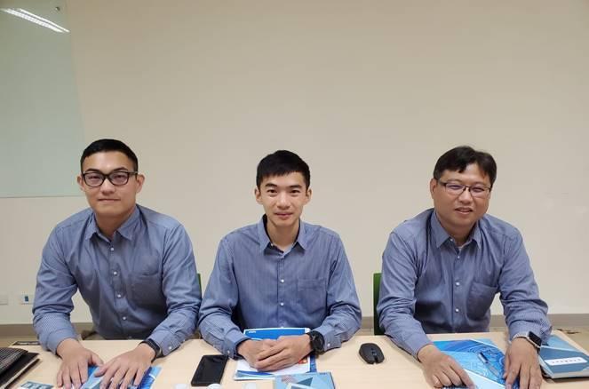 圖五、台灣車輛充電有限公司主要核心團隊,包括創辦人林敬哲(右起)、技術長黃鐙緯、策略長李承鴻。 (吳碧娥/攝影)