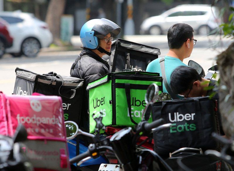 經濟部去年4月宣布喊出「外送國家隊」成軍,但外商兩大外送平台龍頭Uber Eats和foodpanda都未加入合作,計畫目標也悄悄縮水。圖/聯合報系資料照片