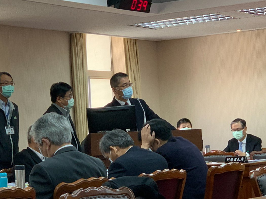 內政部長徐國勇今天在內政委員會備詢。記者鄭媁/攝影