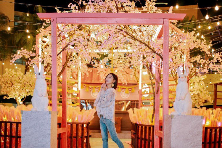 林口店夜間的櫻花白兔神社。圖/MITSUI OUTLET PARK提供