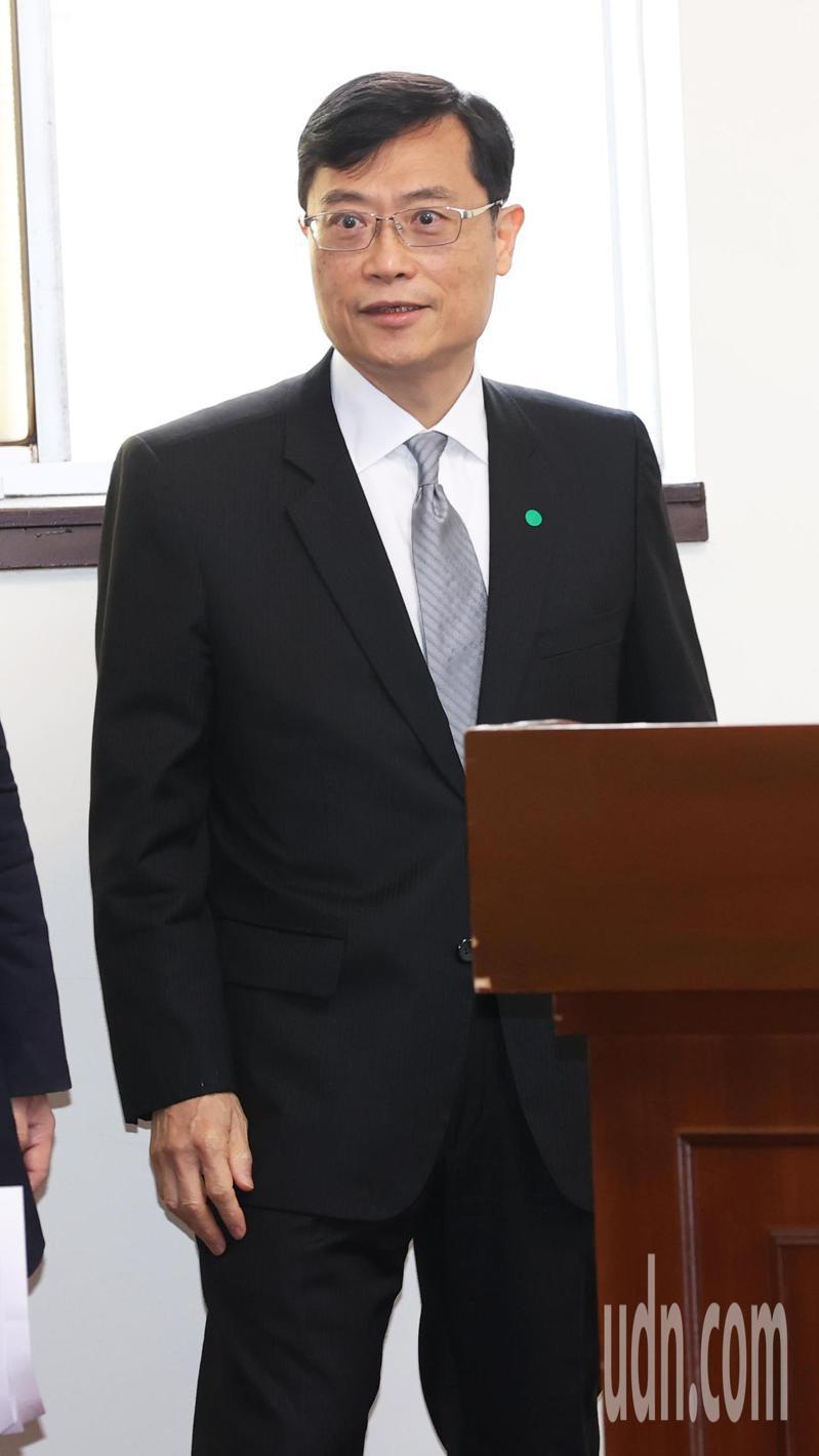 經濟部次長陳正祺今天在立法院表示政府的政策是減煤,也會保護藻礁。記者潘俊宏/攝影