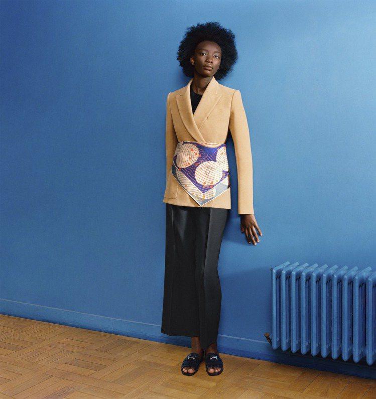變身寬腰帶讓西裝造型更柔美。圖/愛馬仕提供