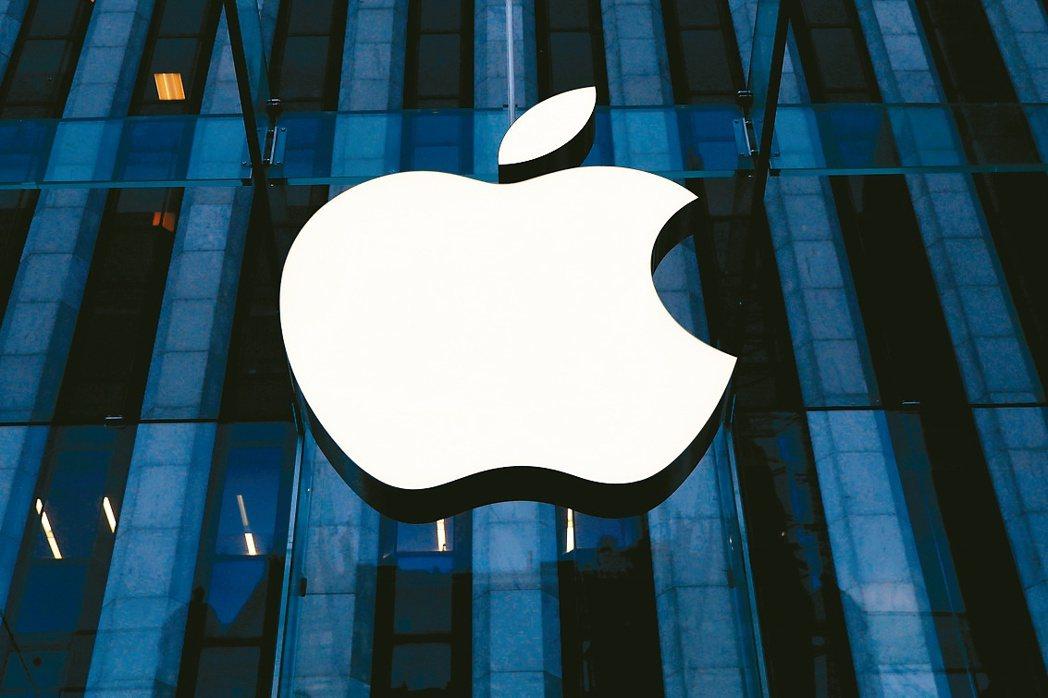 彭博報導說,鴻海、Magna會是蘋果汽車代工合約的兩大競爭者。(路透)