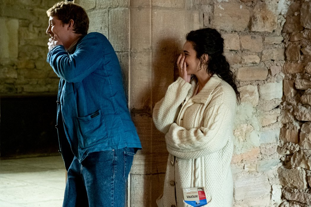 《我愛你,你愛她,她愛他》尼斯.許奈德與卡麥莉亞.裘丹娜兩人情投意合。捷傑提供