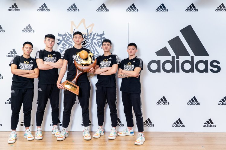 adidas長期贊助的泰山高中籃球隊,在本次HBL決賽中上演逆轉勝,成功封王。圖...