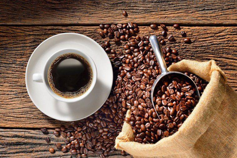 喝無糖黑咖啡,可以促進代謝、協助減重,一日建議飲用1至2杯,每杯250毫升,失眠...