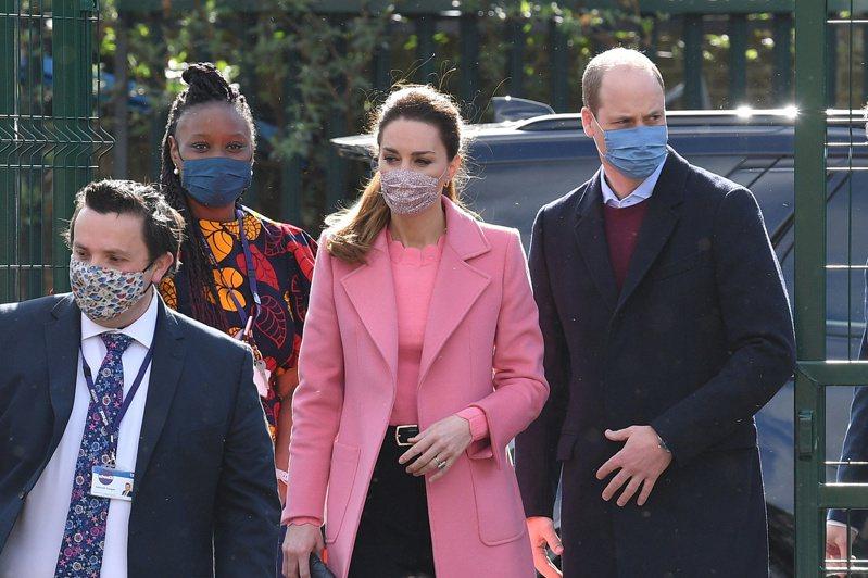 英國威廉王子夫婦11日訪視學校,是梅根接受專訪後兩人首度公開露面。路透