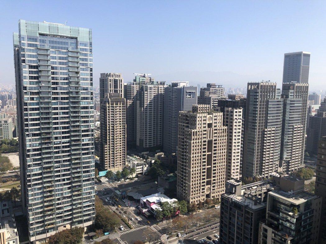 台中去年交易火熱,價格不斷上揚,也讓相對便宜的公寓和華廈成為新歡。記者宋健生/攝...