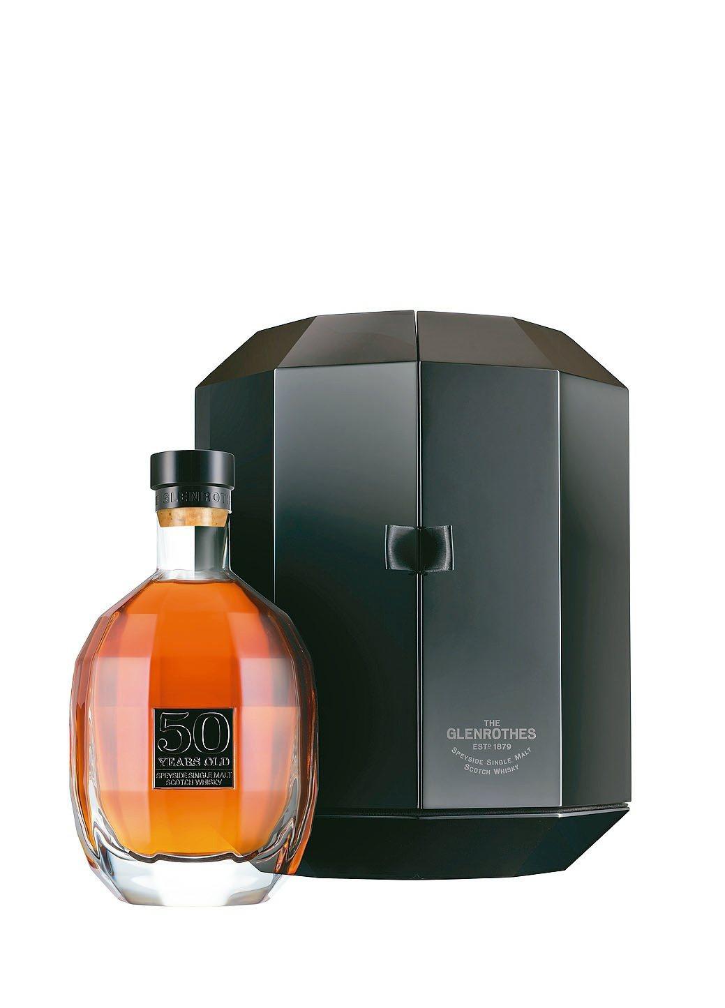 格蘭路思50年單一麥芽威士忌,建議售價25,000英鎊。台灣愛丁頓/提供