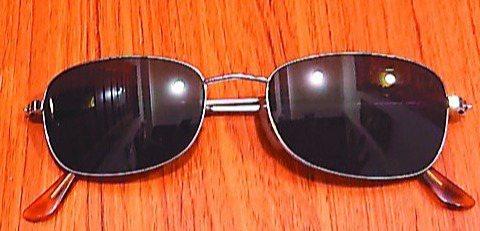 動完白內障手術,女兒囑咐別提重物、別讓眼睛太累,還送我一副太陽眼鏡,外出時要戴上...