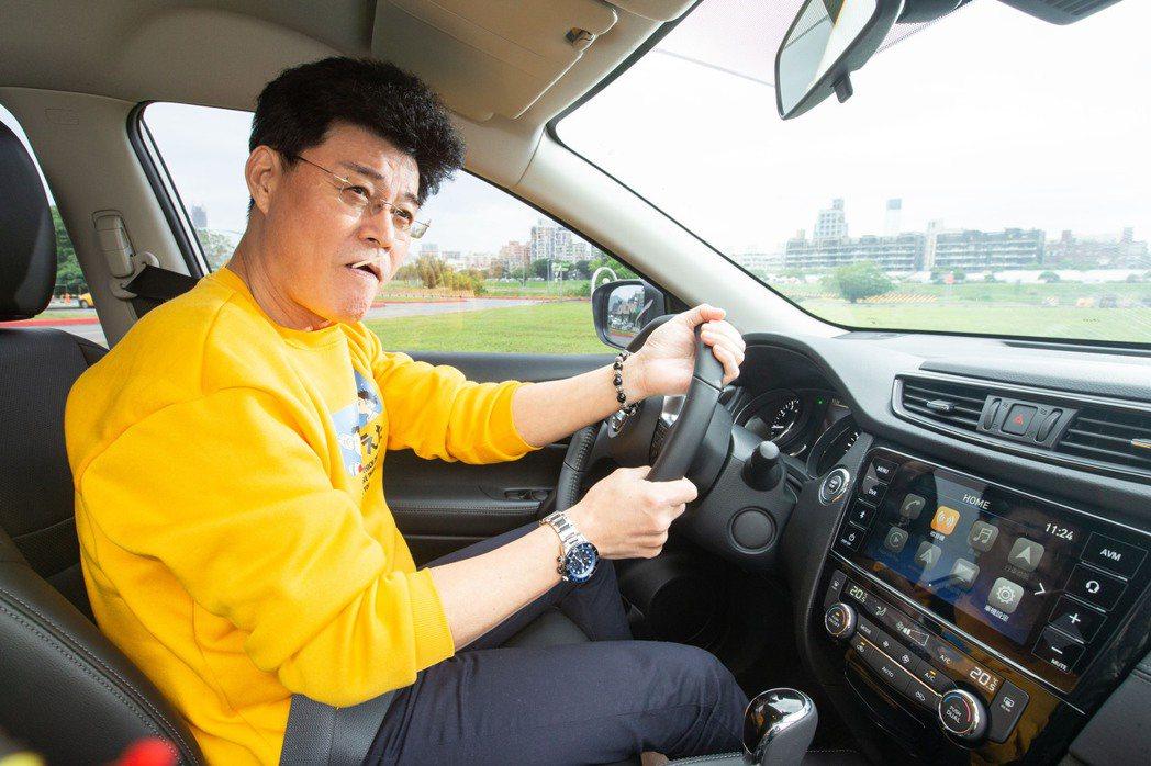 王中皇相當滿意愛車X-Trail。 記者陳立凱/攝影