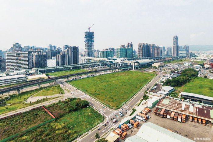 新莊客運轉運中心規劃位置目前正辦理都市計畫變更並於內政部營建署程序審議中,預計1...