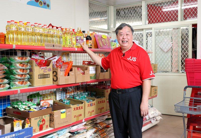 台北市忠勤里里長方荷生,推動社區食物銀行,既不浪費食物也幫助需要的人。記者林澔一/攝影