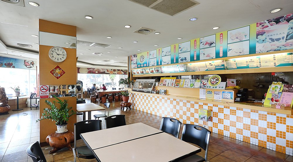 整齊潔淨的店面與寬敞空間,高雄牛乳大王依然有許多學生族群和老主顧光顧。 圖/Ca...