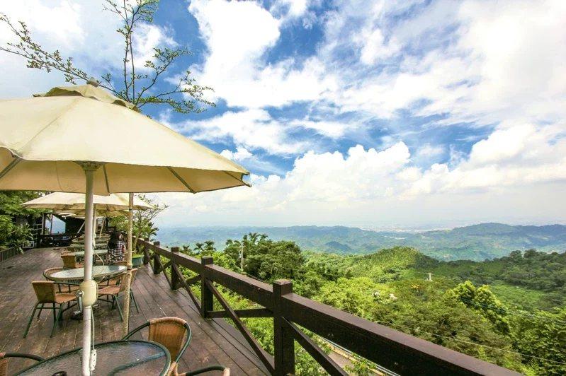 太平與新社的交界處「酒桶山」,海拔近1000公尺,為太平區內3座小百岳之一。 ...