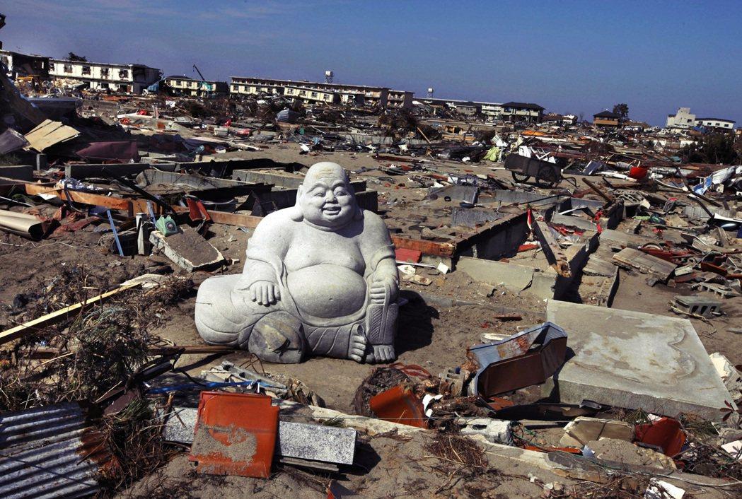 震災後的宮城縣仙台市。在東北各地,離開的親人朋友們開始以「心靈現象」——也就是靈...