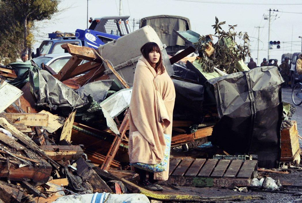 震災後的宮城縣石卷市,當時在地震發生後氣溫相當低,許多災民也需要保暖衣物等物資支...