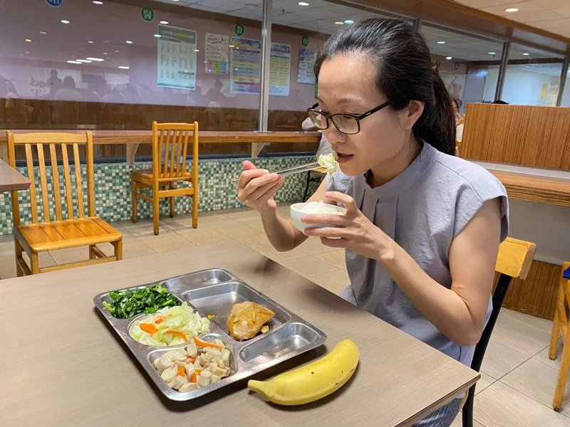 營養師建議,每天食用至少3到5碟蔬菜、2到4份水果,攝取足夠維生素及礦物質。 ...
