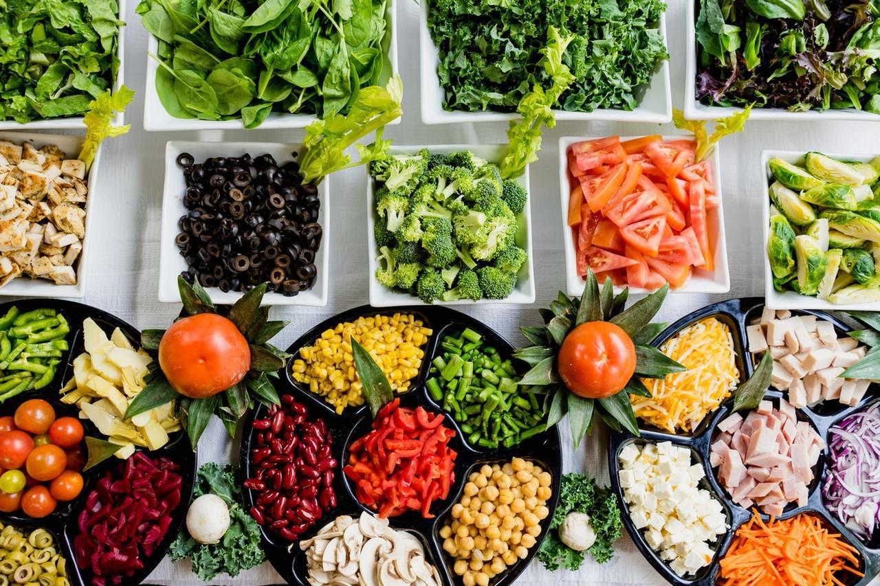 每天應至少3到5碟蔬菜、2到4份水果,因蔬果富含類胡蘿蔔素、維生素C、葉酸、鉀、...