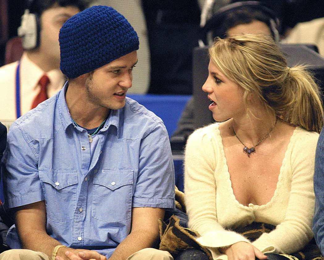 在2003年21歲的布蘭妮接受知名女主持人黛安索耶(Diane Sawyer)訪...