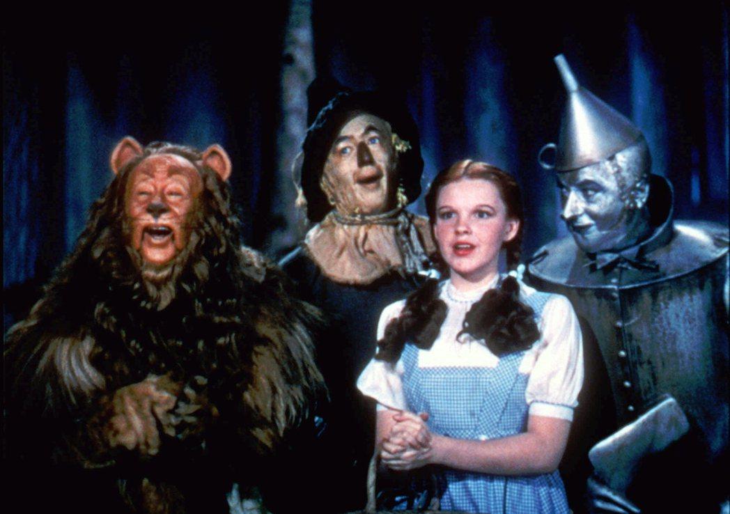 全球最知名的童星剝削個案,就是1939年飾演《綠野仙蹤》桃樂絲的女星茱蒂嘉蘭(J...