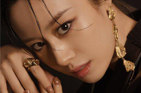 韓國女星朴芝妍將出演《ON & OFF》,T-ara成員也將一同登場。12日,根據某韓媒獨家釆訪,T-ara成員朴芝妍將作為嘉賓出演tvN綜藝節目《ON & OFF》。該綜藝是一部以...
