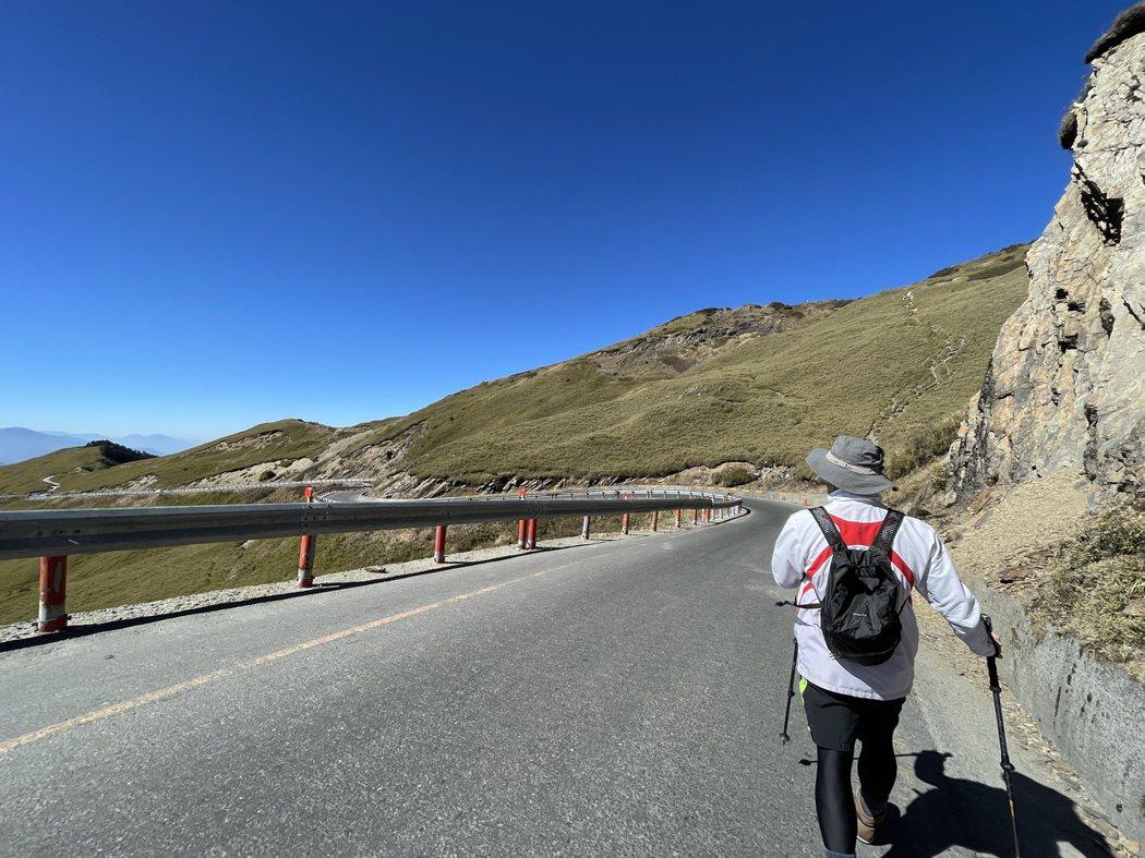 從武嶺停車場往合歡主峰登山口。