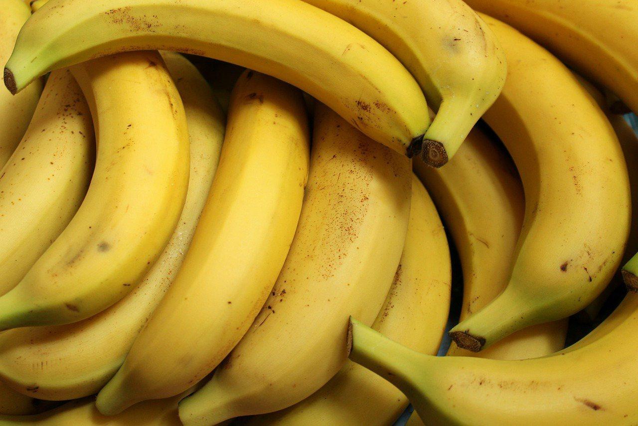 想減重,苗栗醫院營養師李孟穎建議,要選擇未成熟的青色香蕉香蕉。 圖/pixaba...