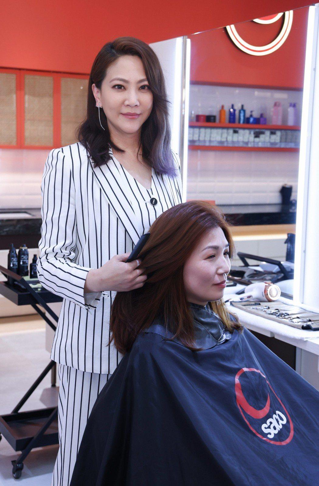 髮型師吳依霖出席SACO亞洲旗艦沙龍開幕會快閃義剪。SACO/提供