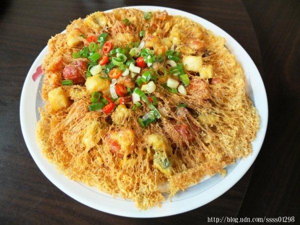 這道蜂巢海鮮總匯是「大頭山海產琉球店」不可錯過的熱門商品,很多饕客就是為了吃這道菜而來,不僅好吃還兼具視覺張力。