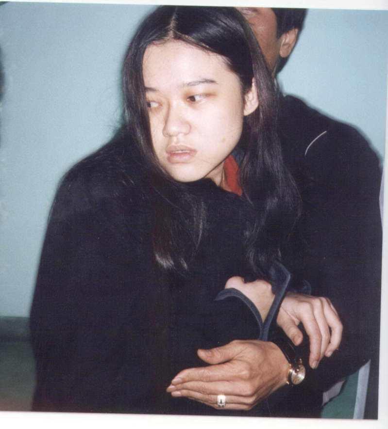 1998年3月12日,清大校園命案死者許嘉真同學洪曉慧(見圖),被檢方列為嫌犯逮捕。圖/聯合報系資料照片