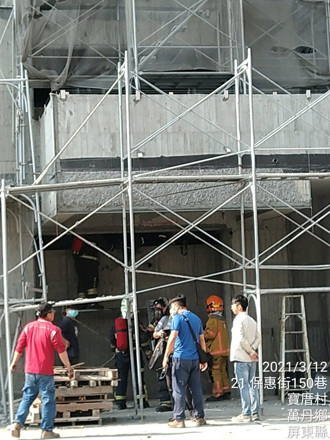 屏東萬丹一處工地有3名工人在密閉式蓄水池施工出現中毒意外,工人疑吸入不明氣體造成...