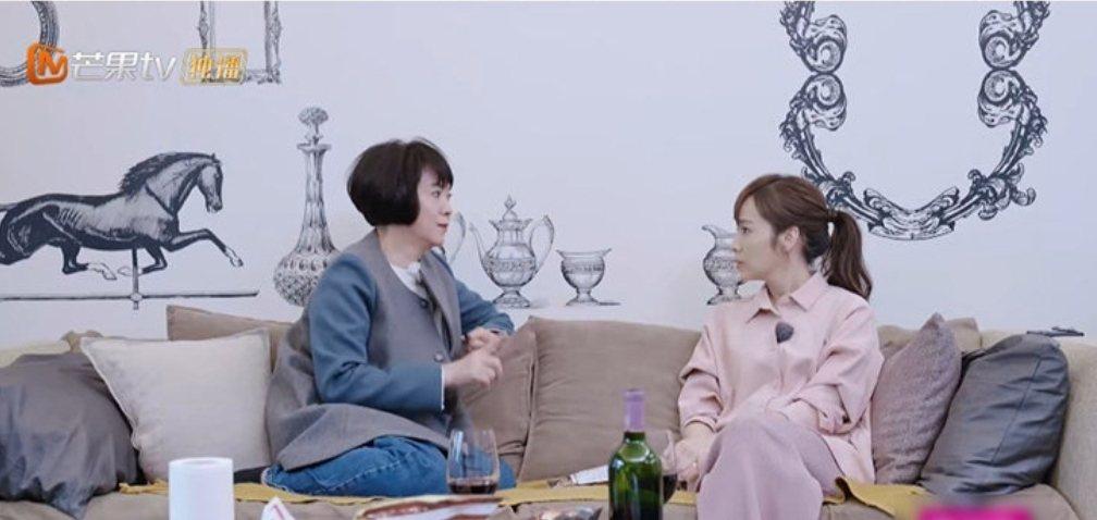 林月雲和女兒侯佩岑對談心事。圖/摘自芒果tv